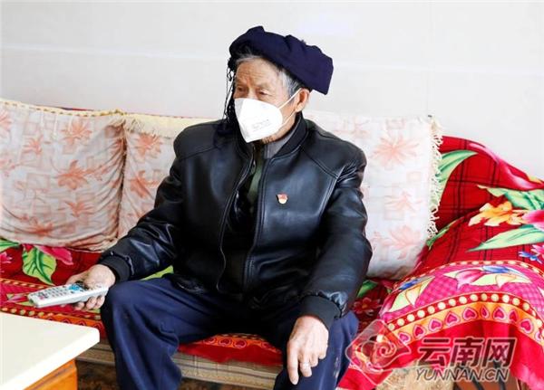 """89岁的中国好人:一进门就要""""枪""""上战场"""